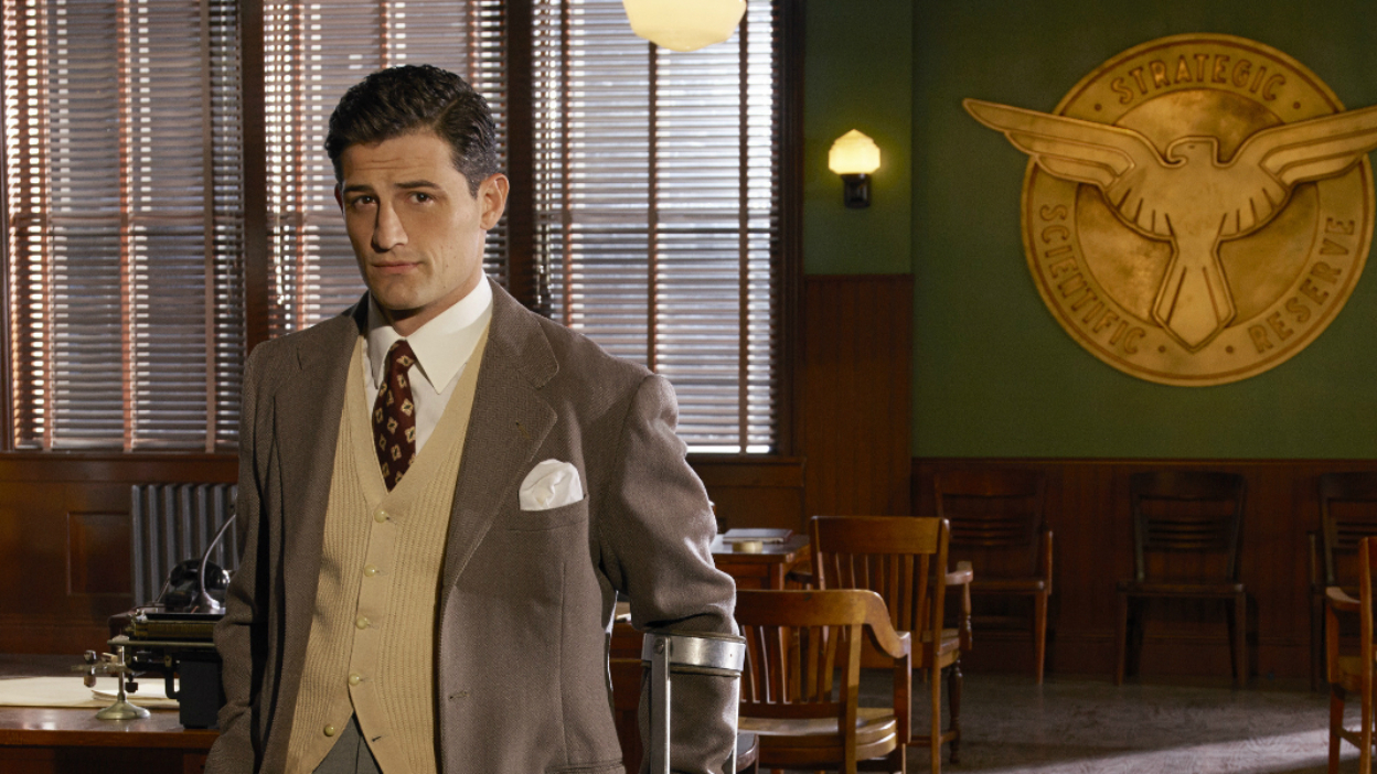 Marvel : Les Agents du SHIELD caste Enver Gjokaj.