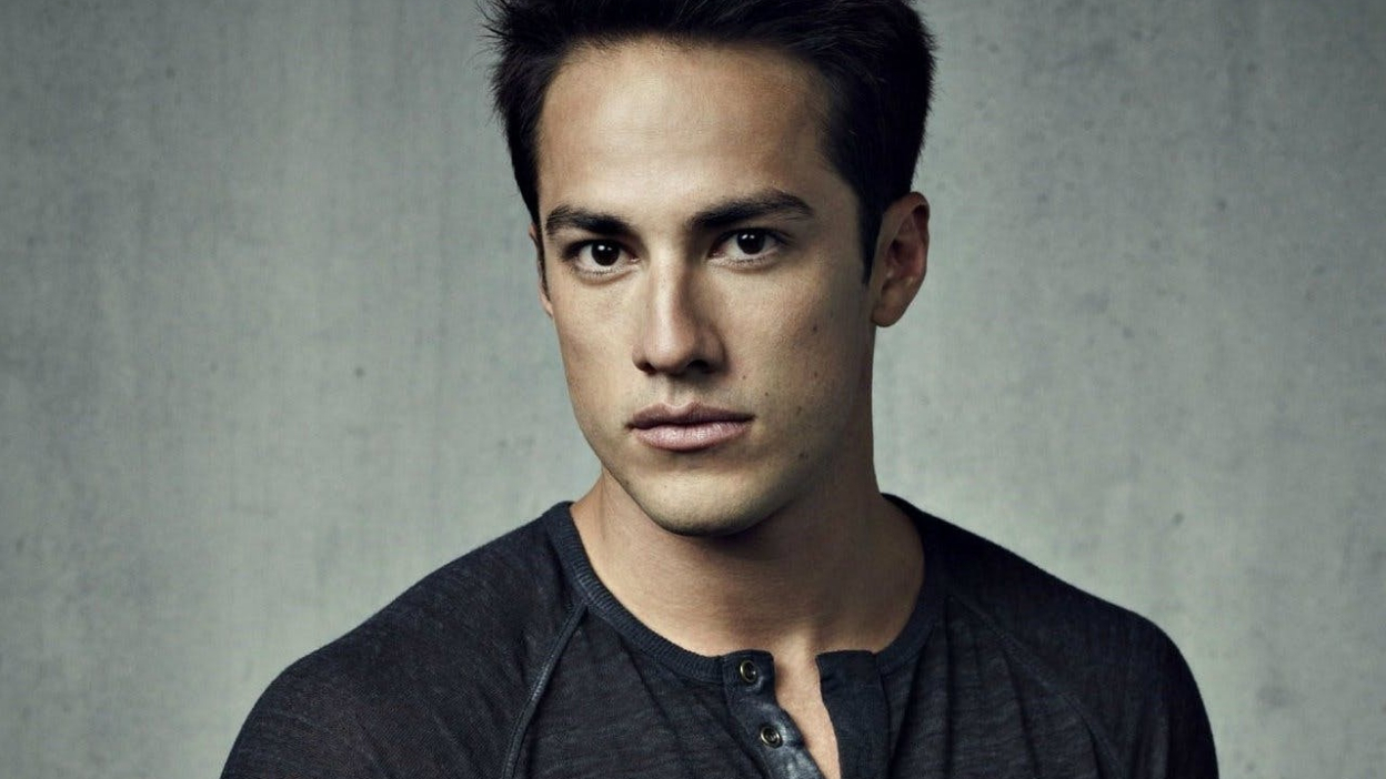 Roswell : Michael Trevino dans le reboot